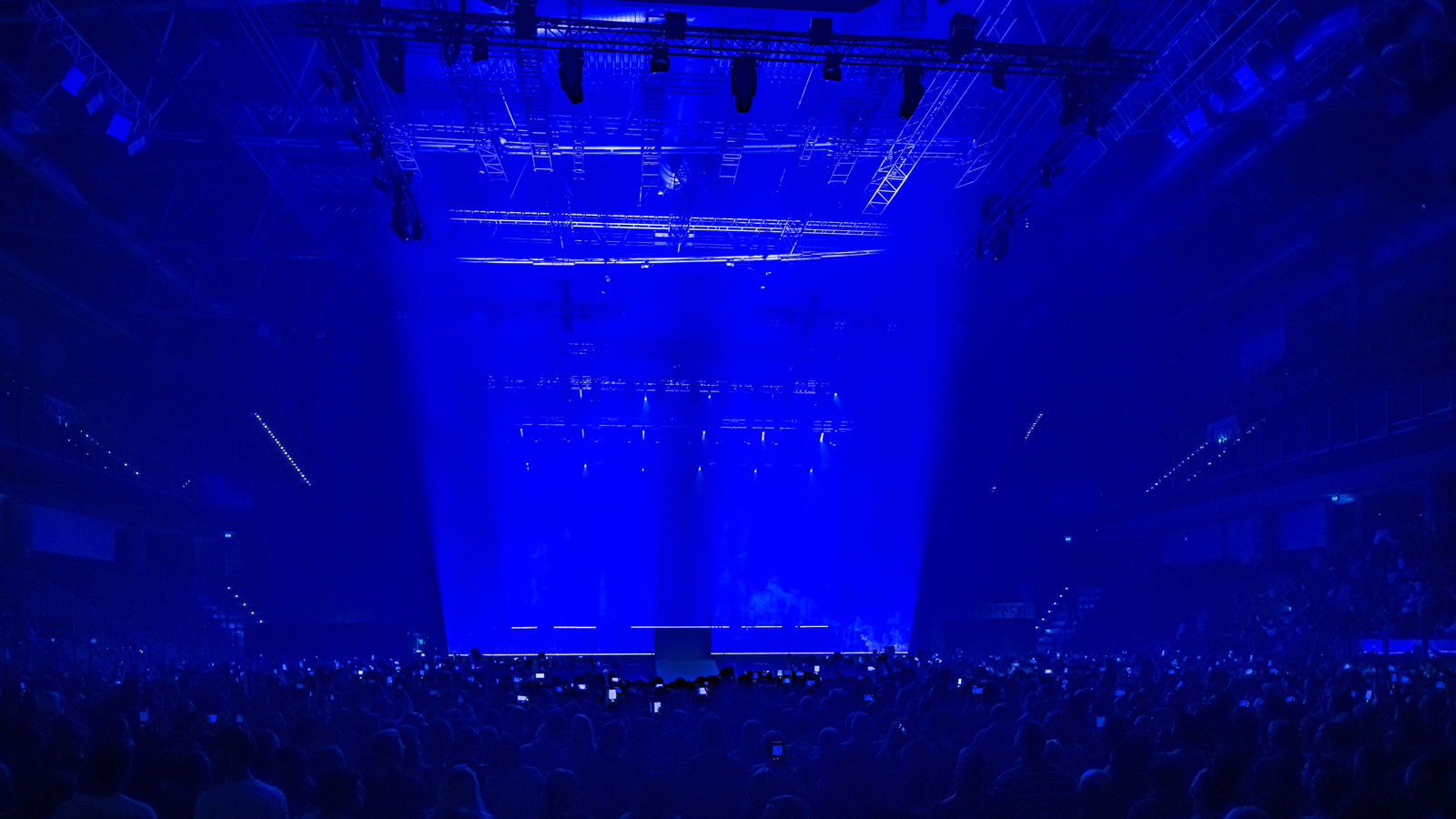 Over 150 GLP fixtures for Wincent Weiss' production 'Somehow Different'