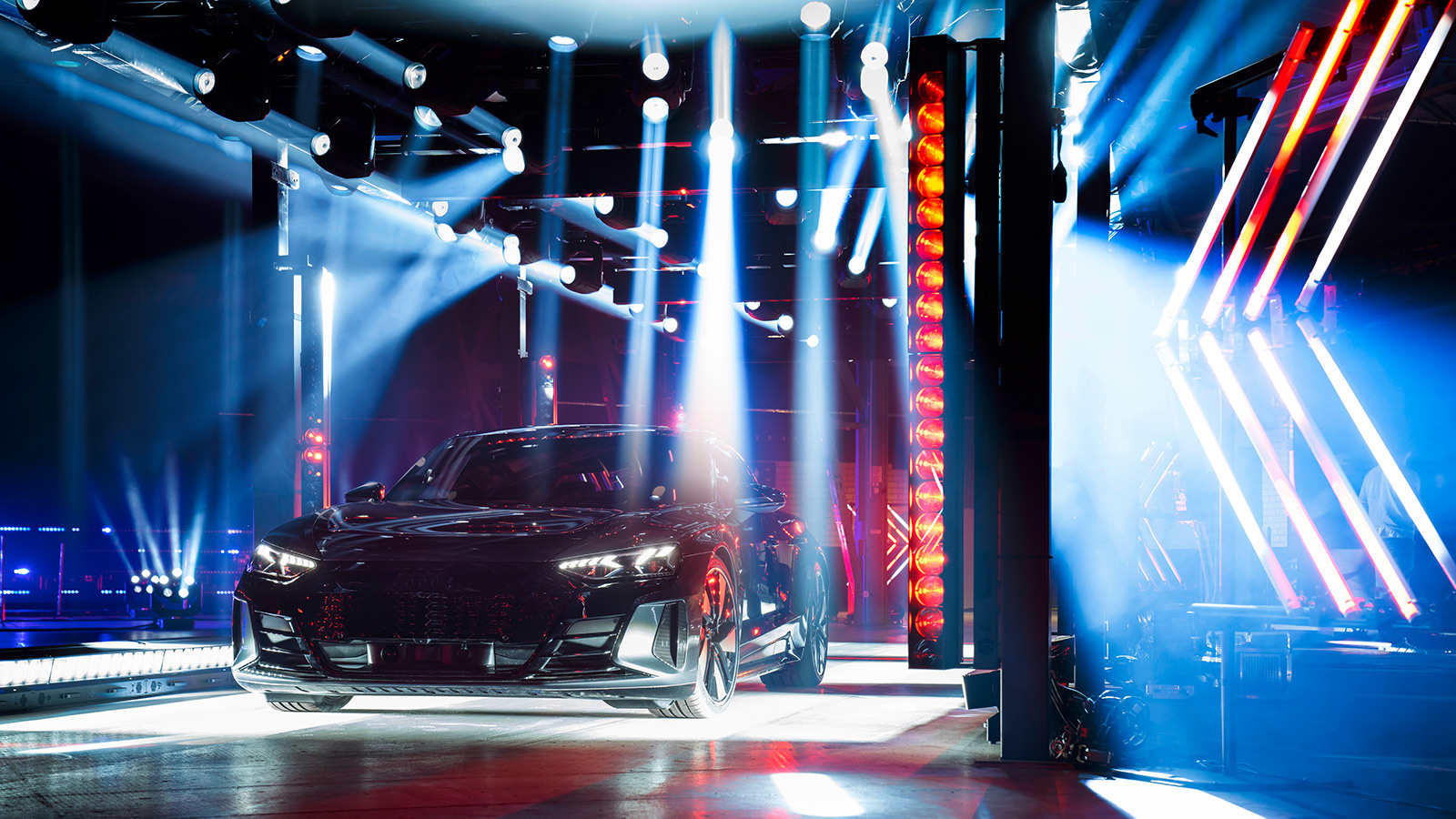 High-speed GLP Light-show for Audi e-tron World Premiere